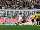 """Number 2: He then loaded Dortmund's novel Weidenfeller on October 5, 2013 and won his """"foals"""" with a 1: 0 lead winner (2: 0)."""